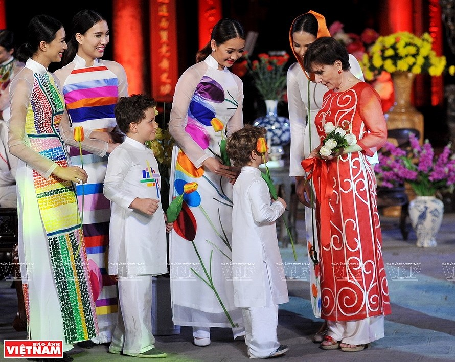 Ao dai, the identity of Vietnamese culture hinh anh 7