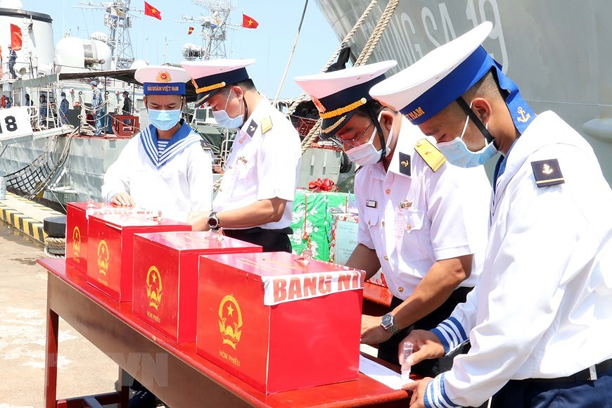 Ba Ria – Vung Tau holds early voting for officers, soldiers on offshore station hinh anh 1