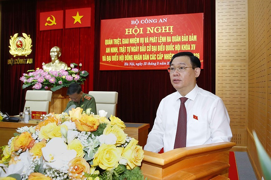 NA Chairman attends ceremony on protecting security and safety for elections hinh anh 2