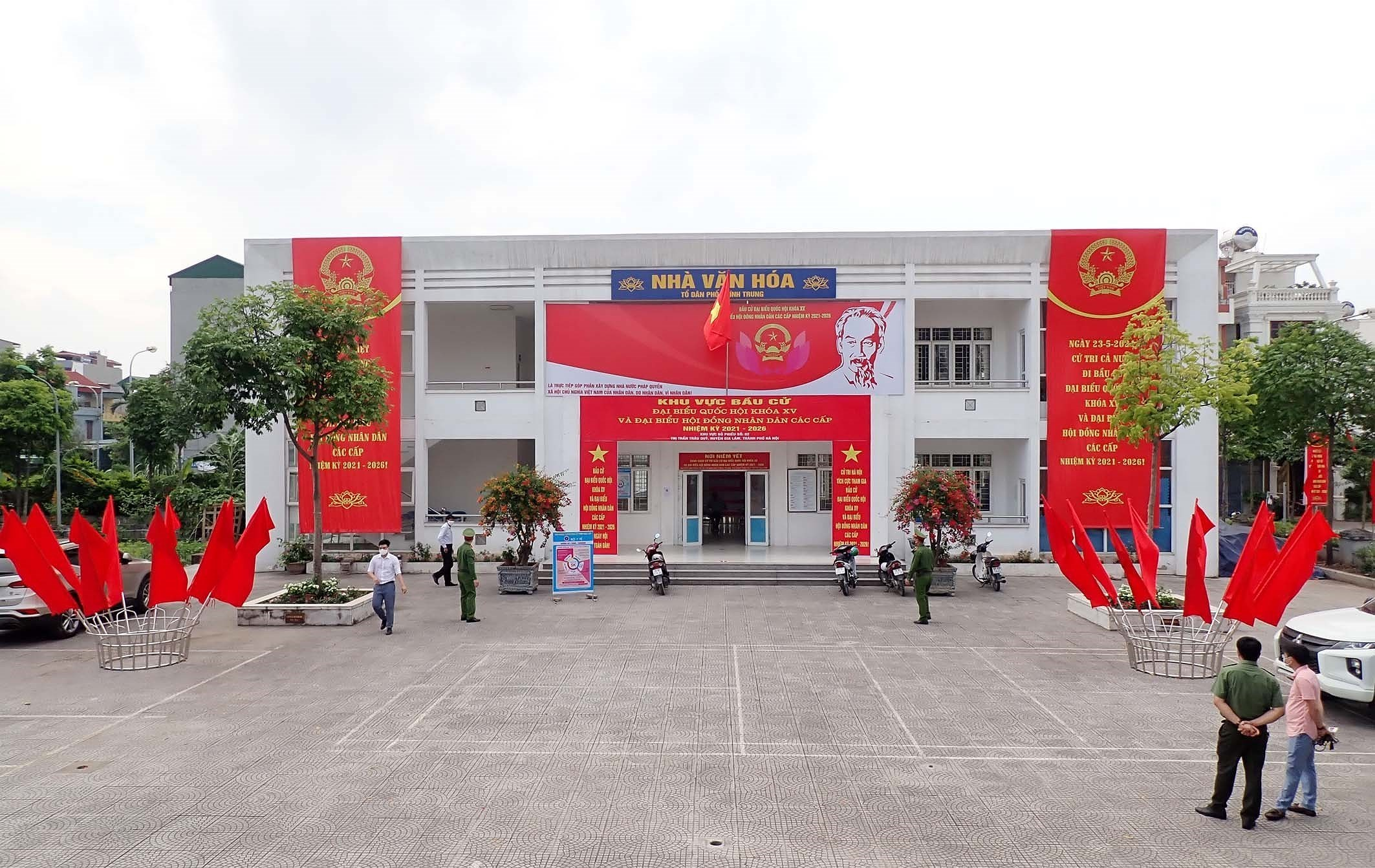 Hanoi's police ensures security, order for election day hinh anh 2