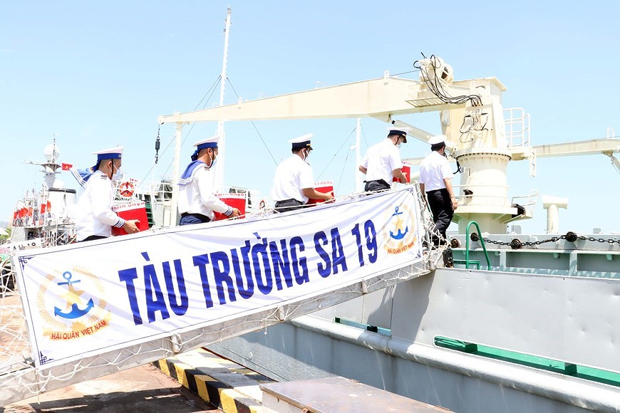 Ba Ria – Vung Tau holds early voting for officers, soldiers on offshore station hinh anh 2