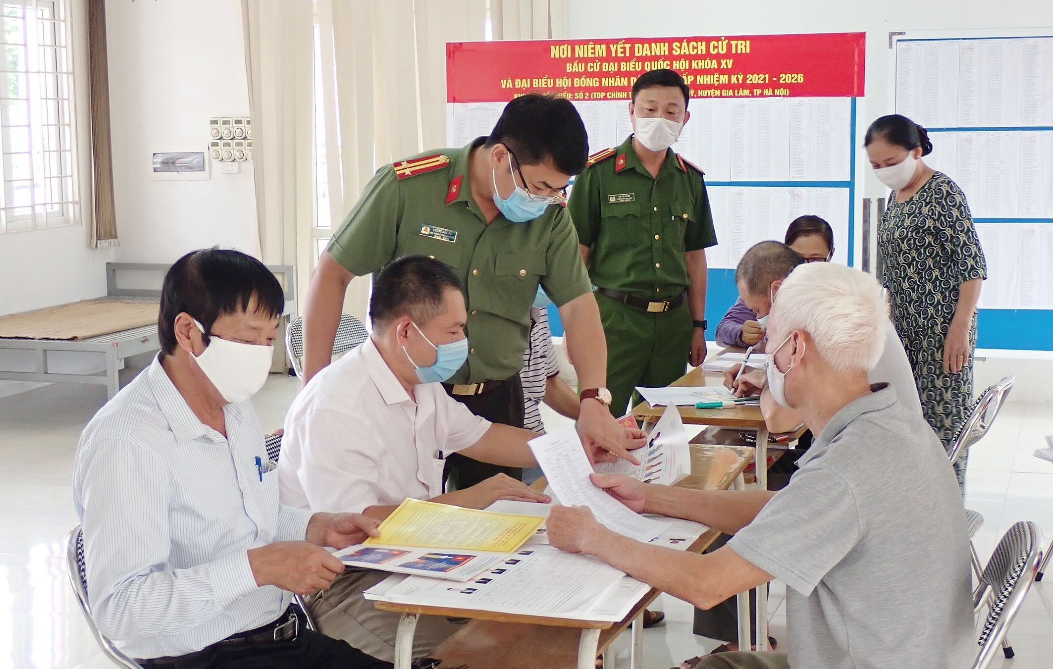 Hanoi's police ensures security, order for election day hinh anh 3