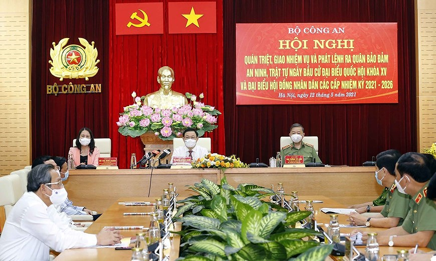 NA Chairman attends ceremony on protecting security and safety for elections hinh anh 3