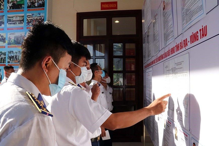 Ba Ria – Vung Tau holds early voting for officers, soldiers on offshore station hinh anh 4