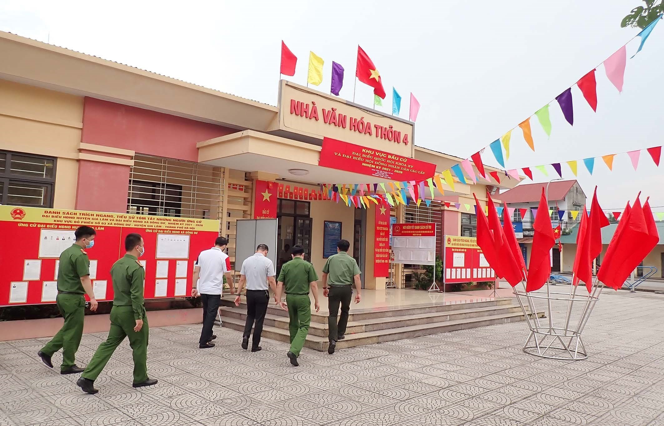 Hanoi's police ensures security, order for election day hinh anh 5