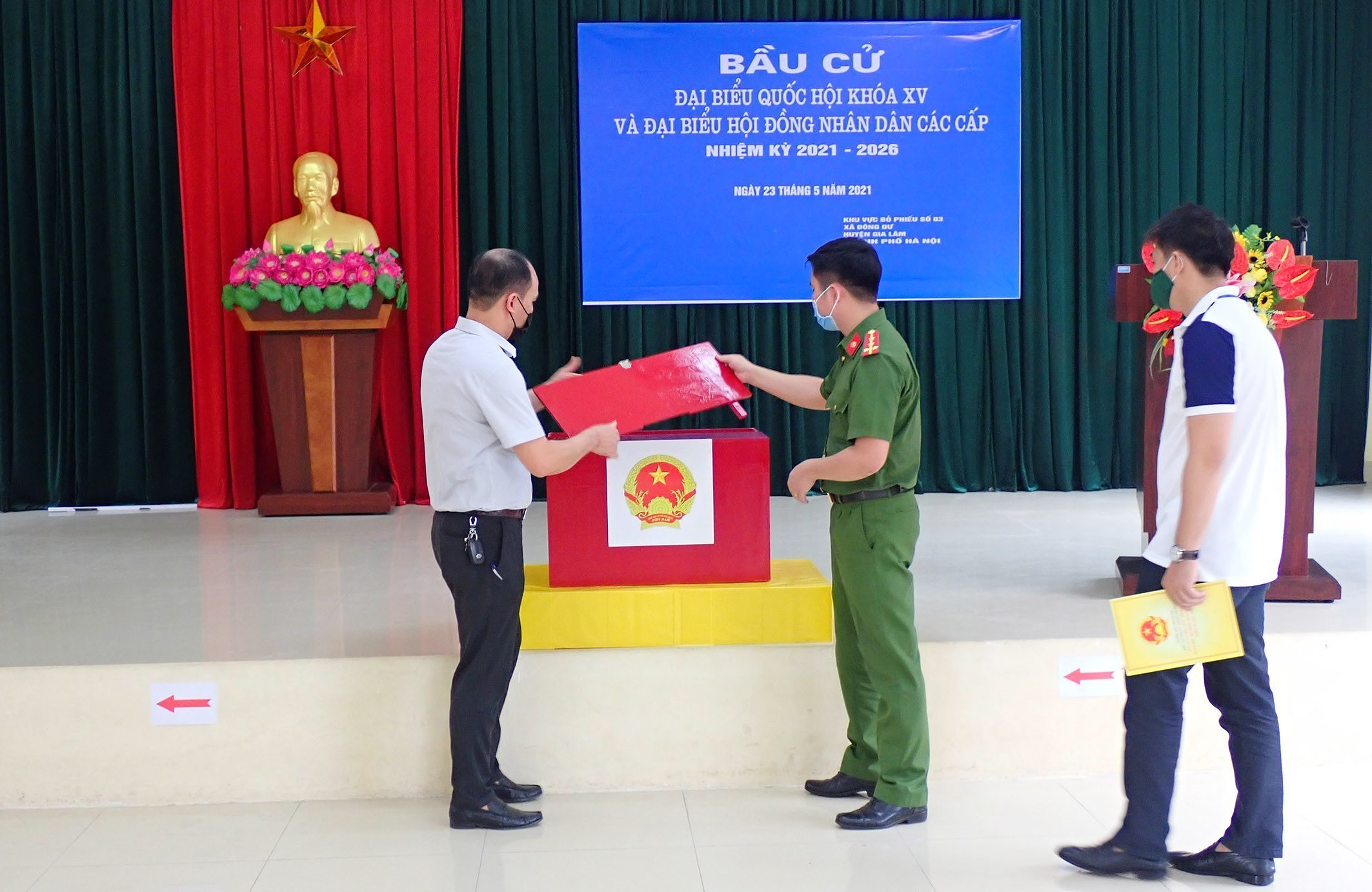 Hanoi's police ensures security, order for election day hinh anh 6