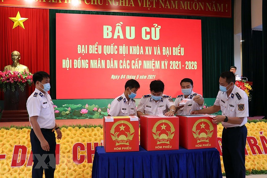 Ba Ria – Vung Tau holds early voting for officers, soldiers on offshore station hinh anh 6