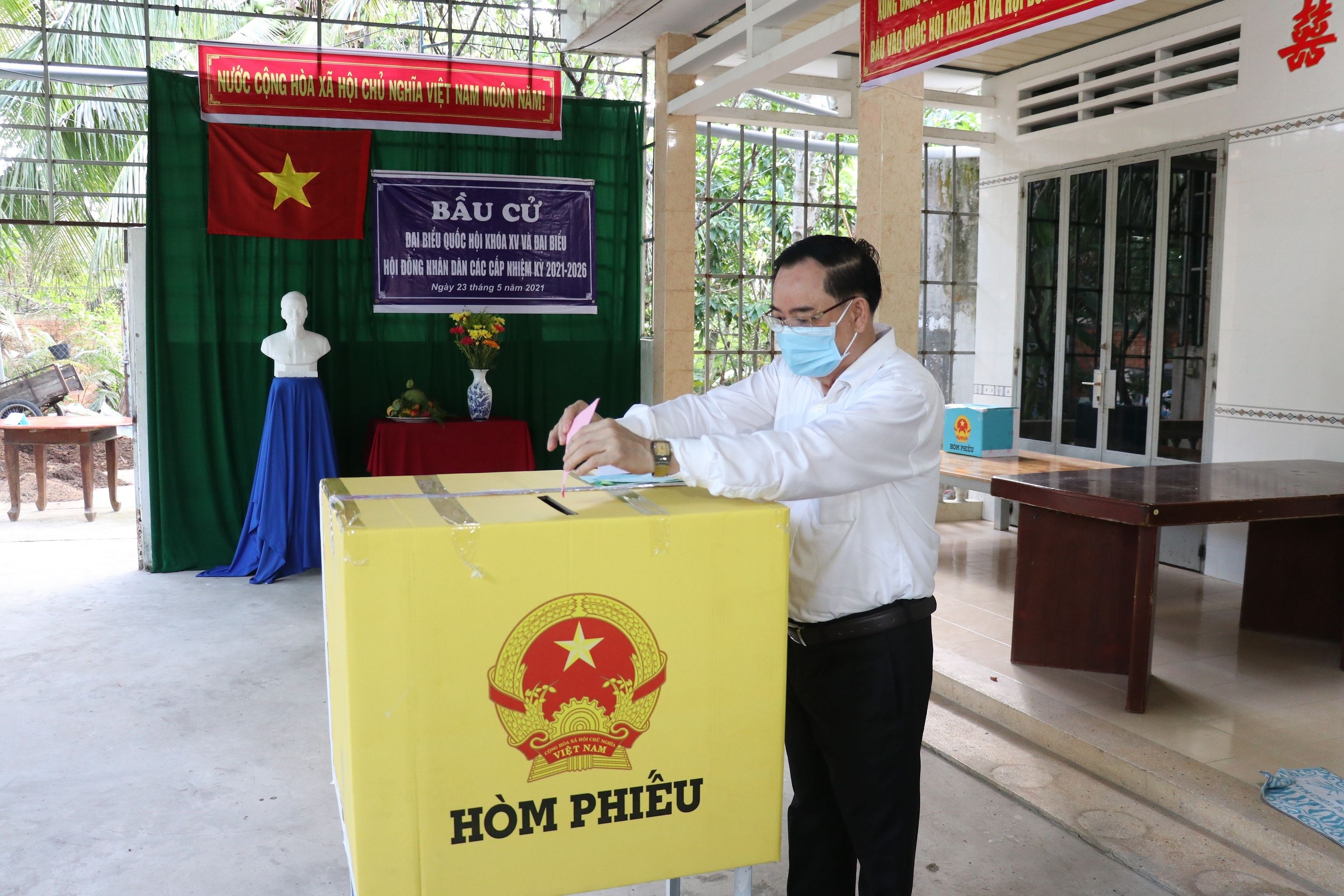 Voters nationwide cast ballots hinh anh 13