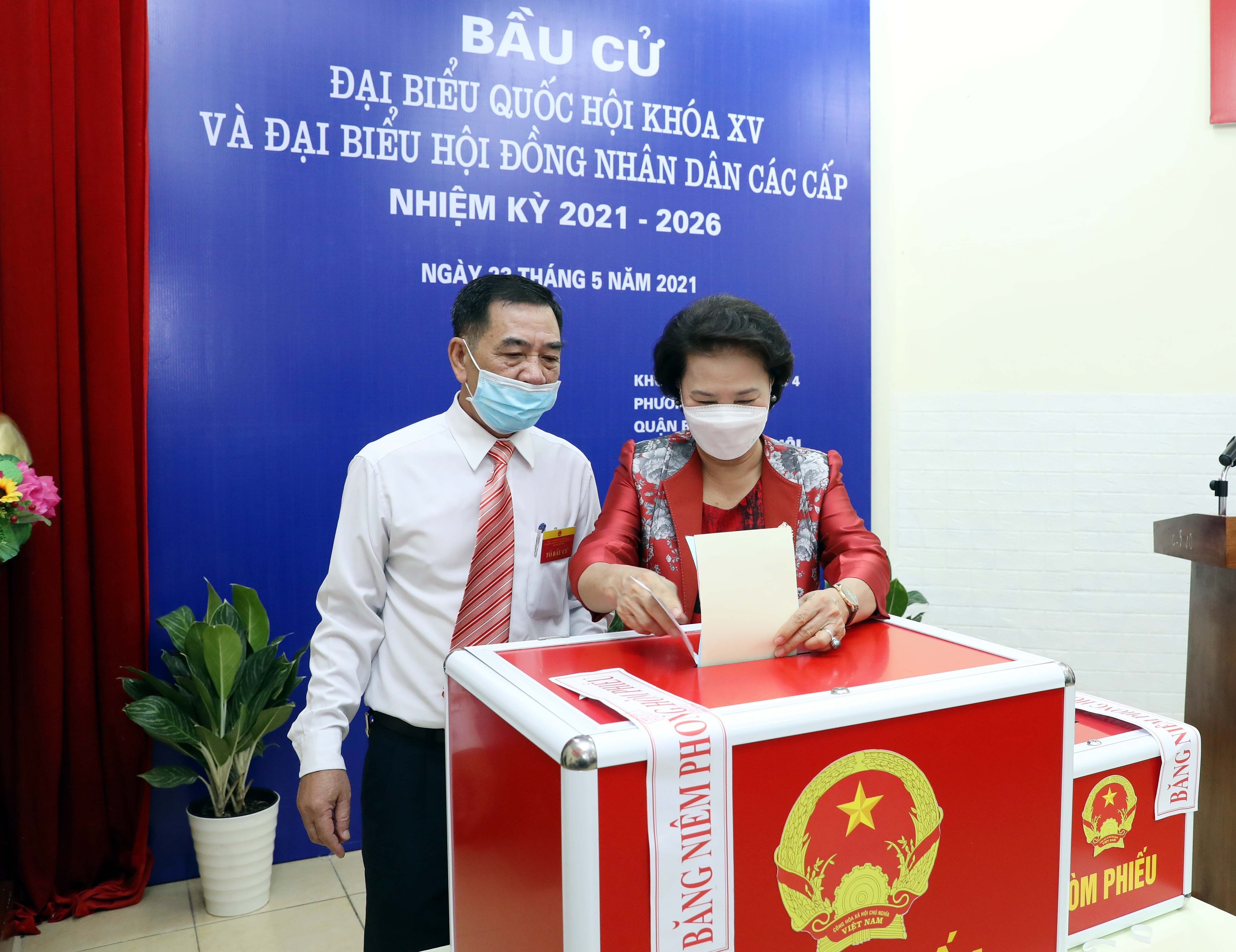 Voters nationwide cast ballots hinh anh 5