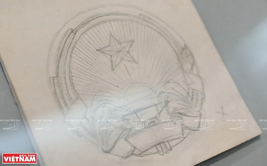 Original drafts of Vietnam's national emblem on display hinh anh 1