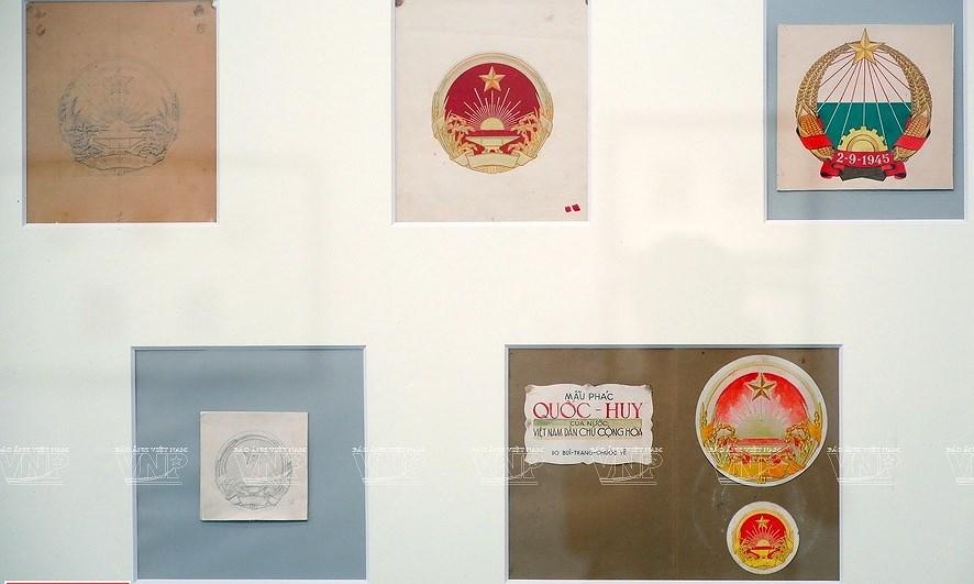 Original drafts of Vietnam's national emblem on display hinh anh 3