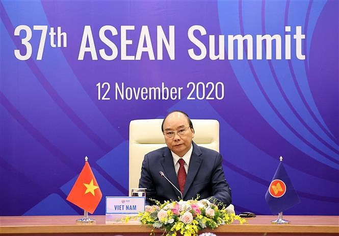 PM chairs 37th ASEAN Summit's plenary session hinh anh 3