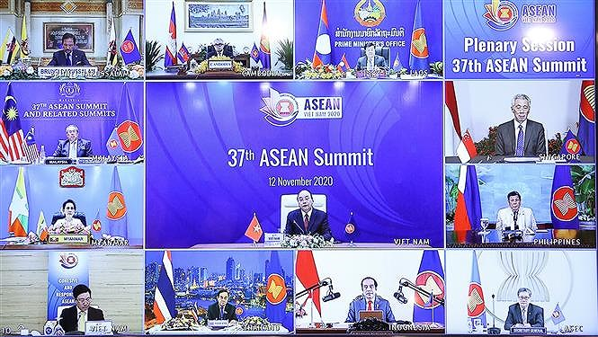 PM chairs 37th ASEAN Summit's plenary session hinh anh 2
