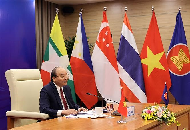PM chairs 37th ASEAN Summit's plenary session hinh anh 5