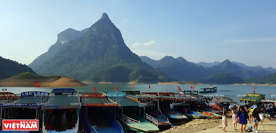 Lake Na Hang in northern mountainous province hinh anh 1