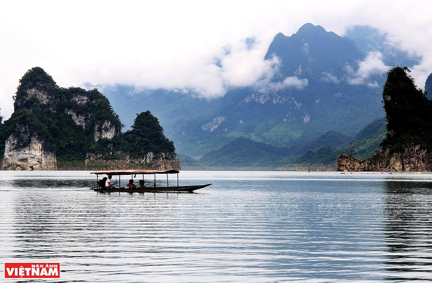 Lake Na Hang in northern mountainous province hinh anh 4