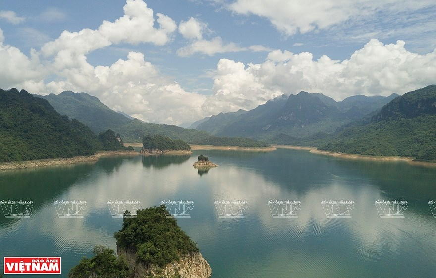 Lake Na Hang in northern mountainous province hinh anh 5
