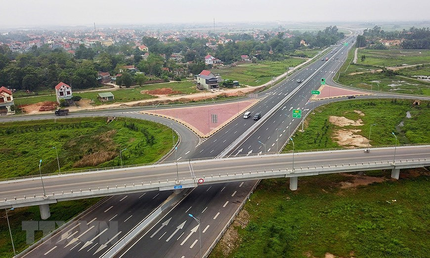 Expressway boosts development in economic triangle axis hinh anh 5
