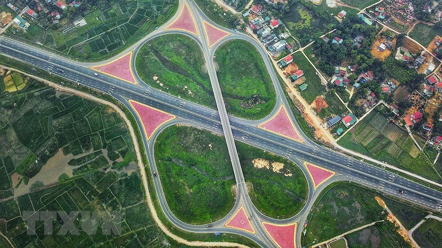 Expressway boosts development in economic triangle axis hinh anh 6