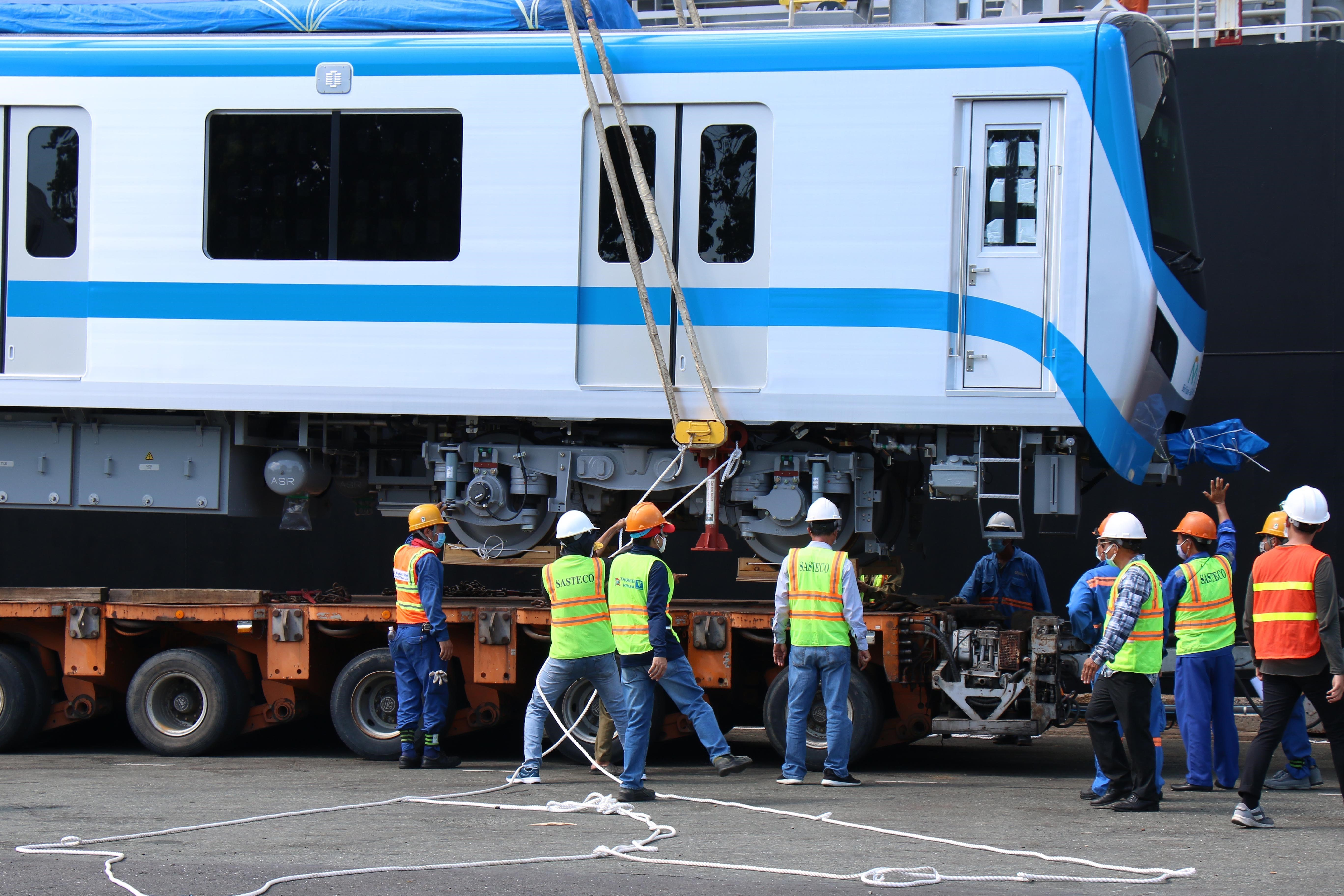 HCM City receives two more trains for Metro Line No.1 hinh anh 5