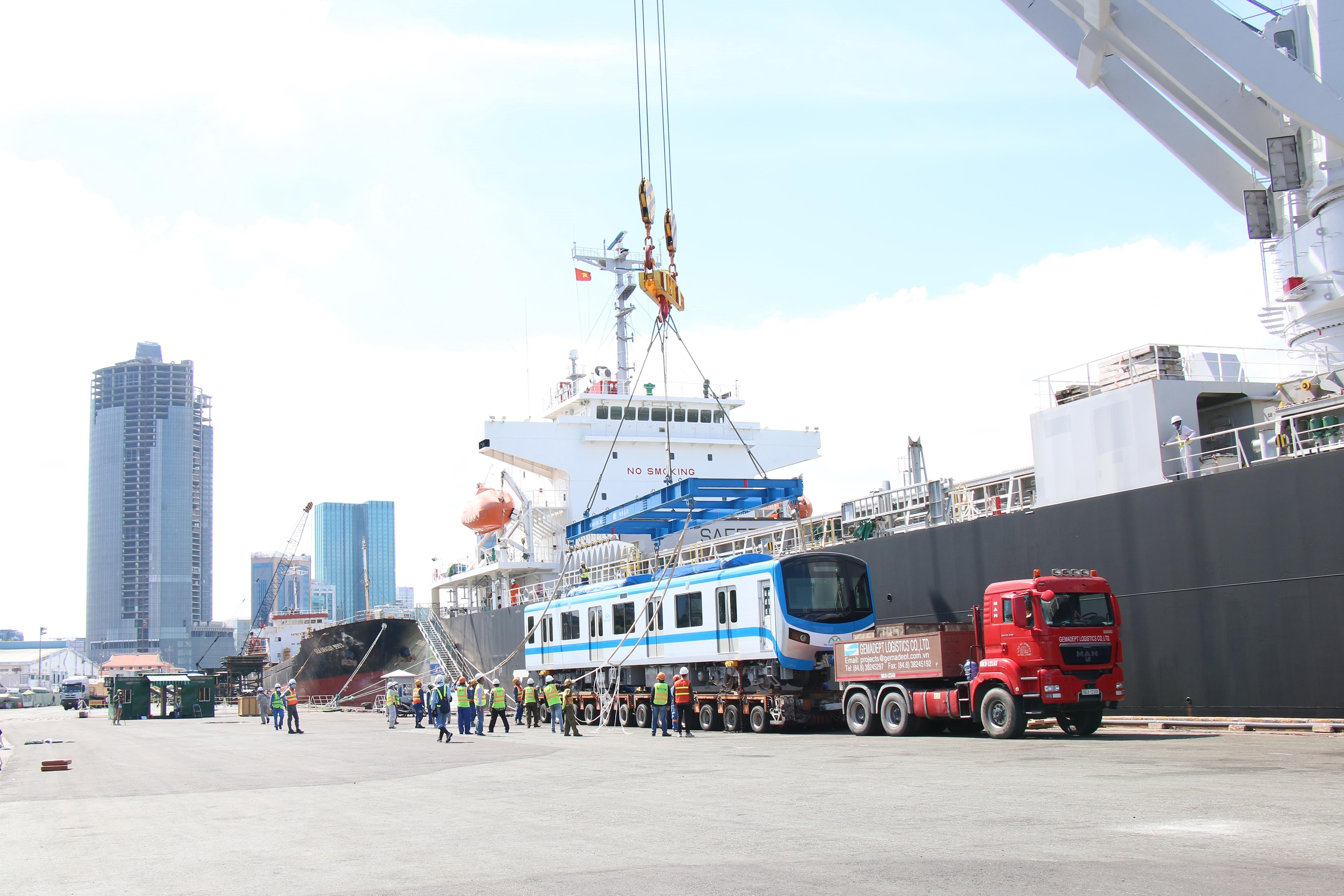 HCM City receives two more trains for Metro Line No.1 hinh anh 6