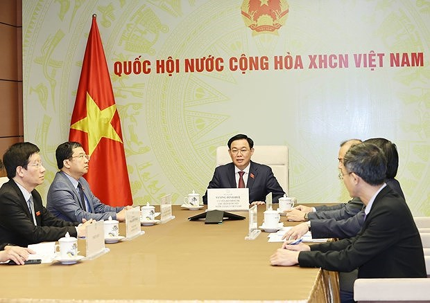 Top legislator holds phone talks with Lao counterpart hinh anh 2