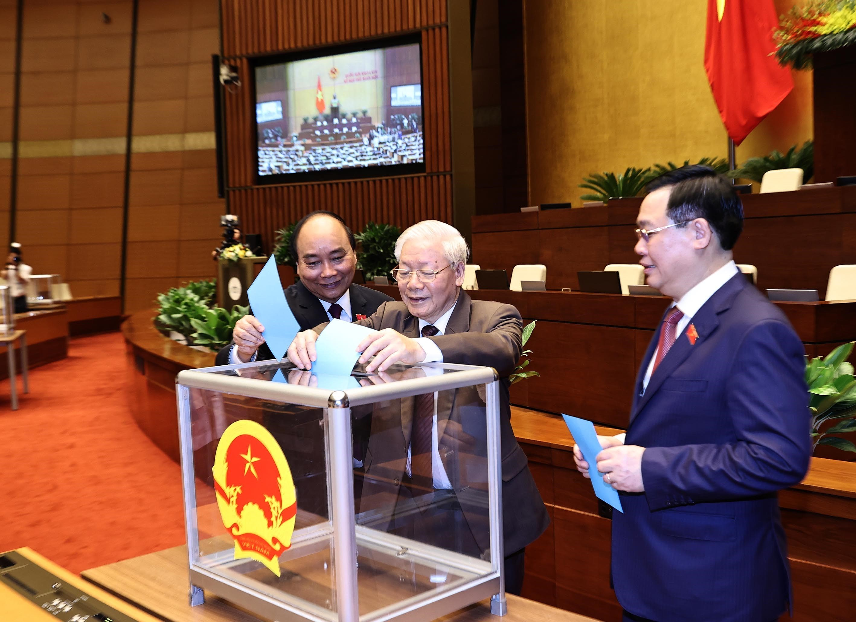 Nguyen Xuan Phuc relieved from Prime Minister position hinh anh 1