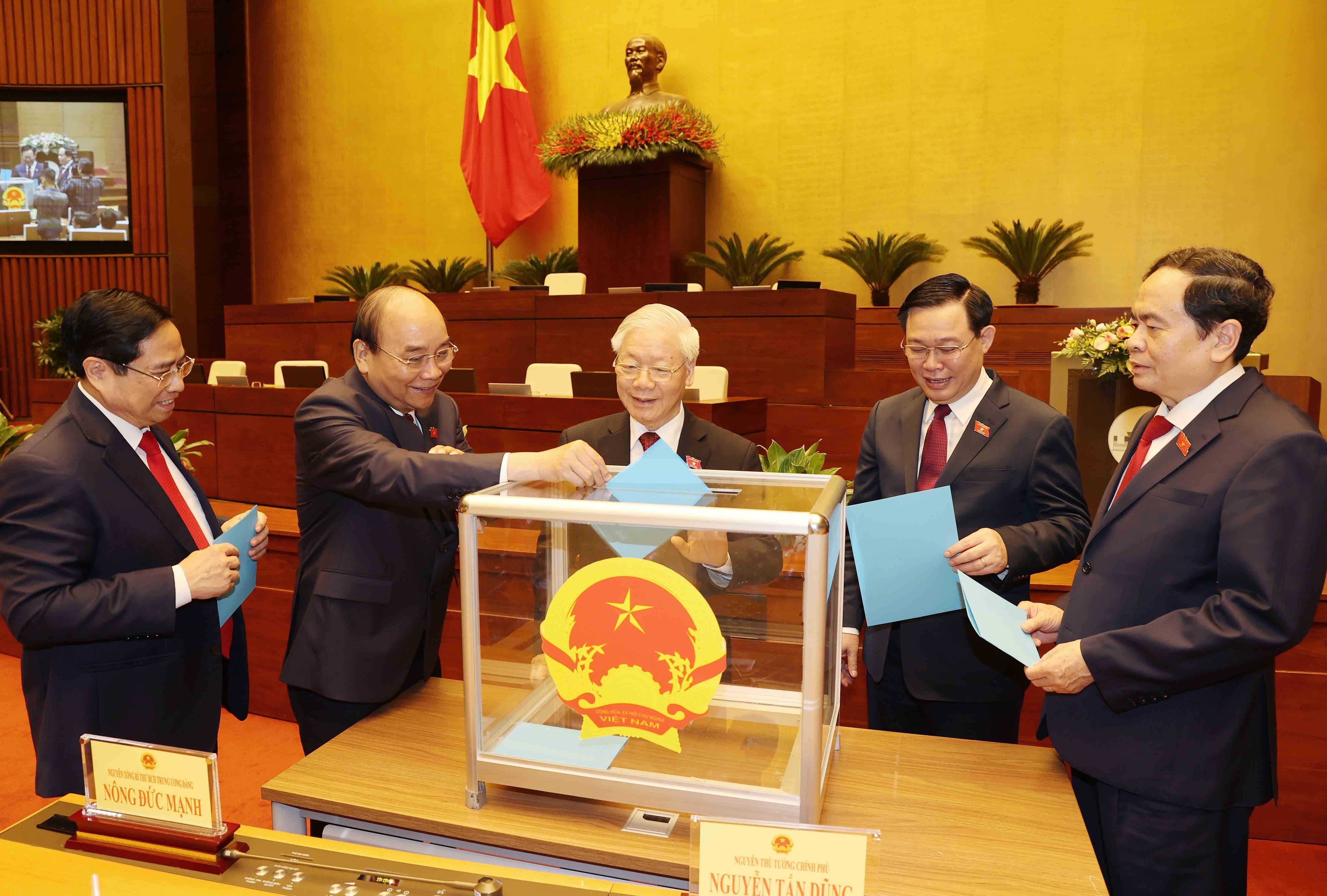 Vice chairpersons, members of election, national defence-security councils approved hinh anh 1