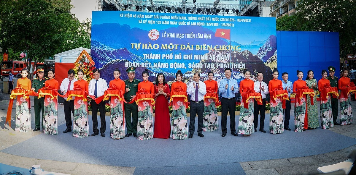Photo exhibition marks 46th anniversary of National Reunification Day hinh anh 2