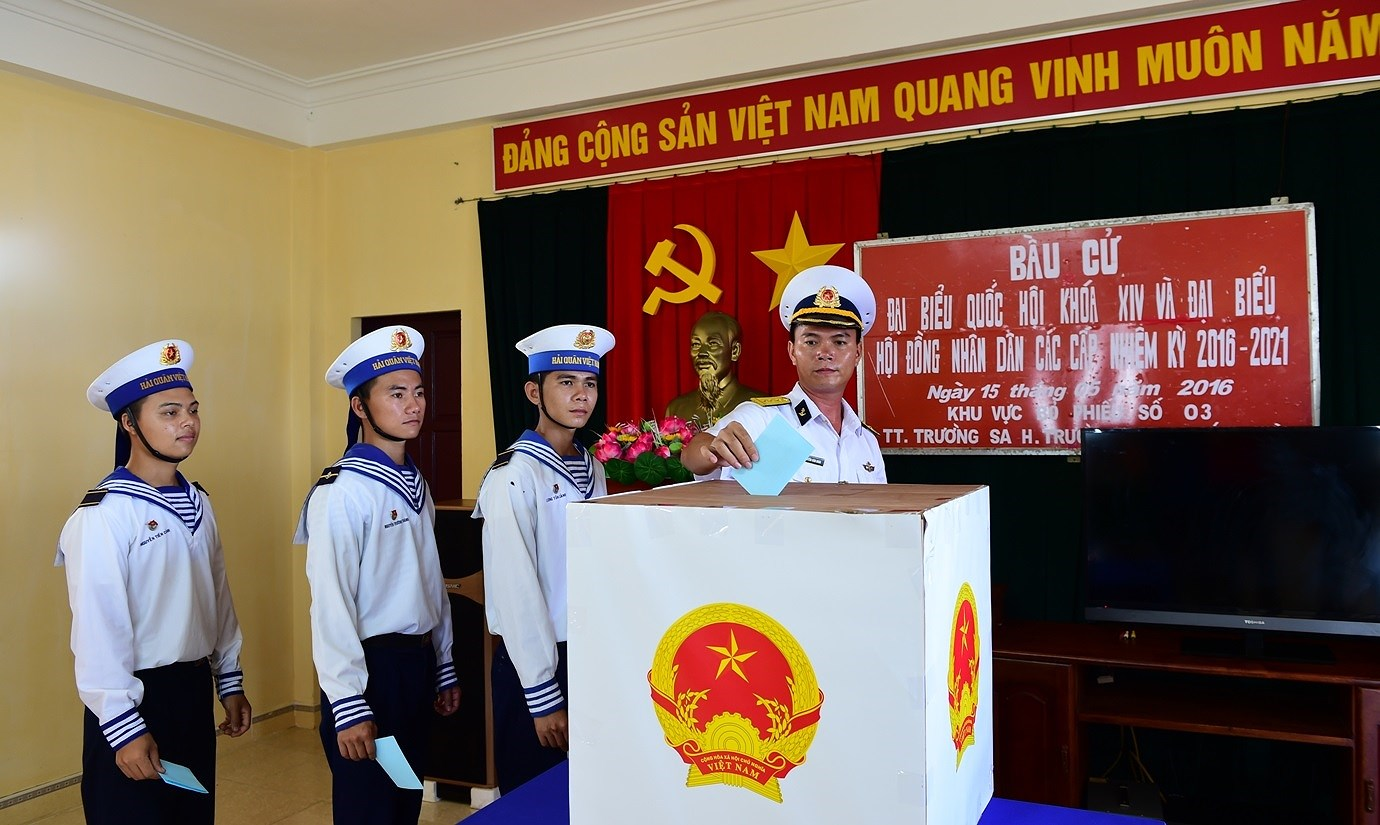 Early voting to be held in some polling stations of Truong Sa district hinh anh 1