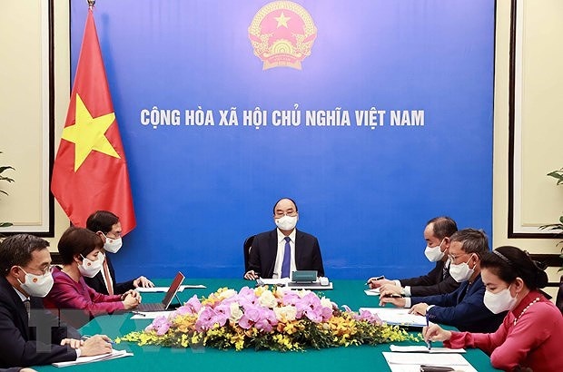 Vietnamese, French Presidents hold phone talks hinh anh 1