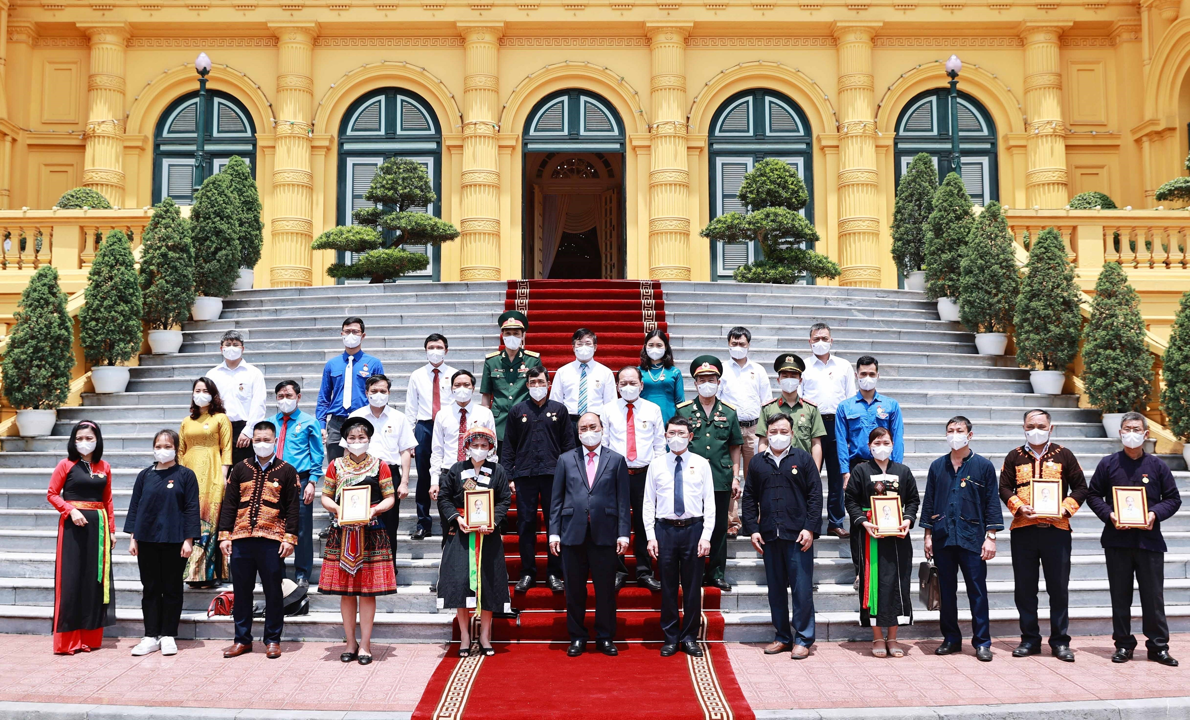 State President meets with ethnic delegates from Bac Giang hinh anh 1
