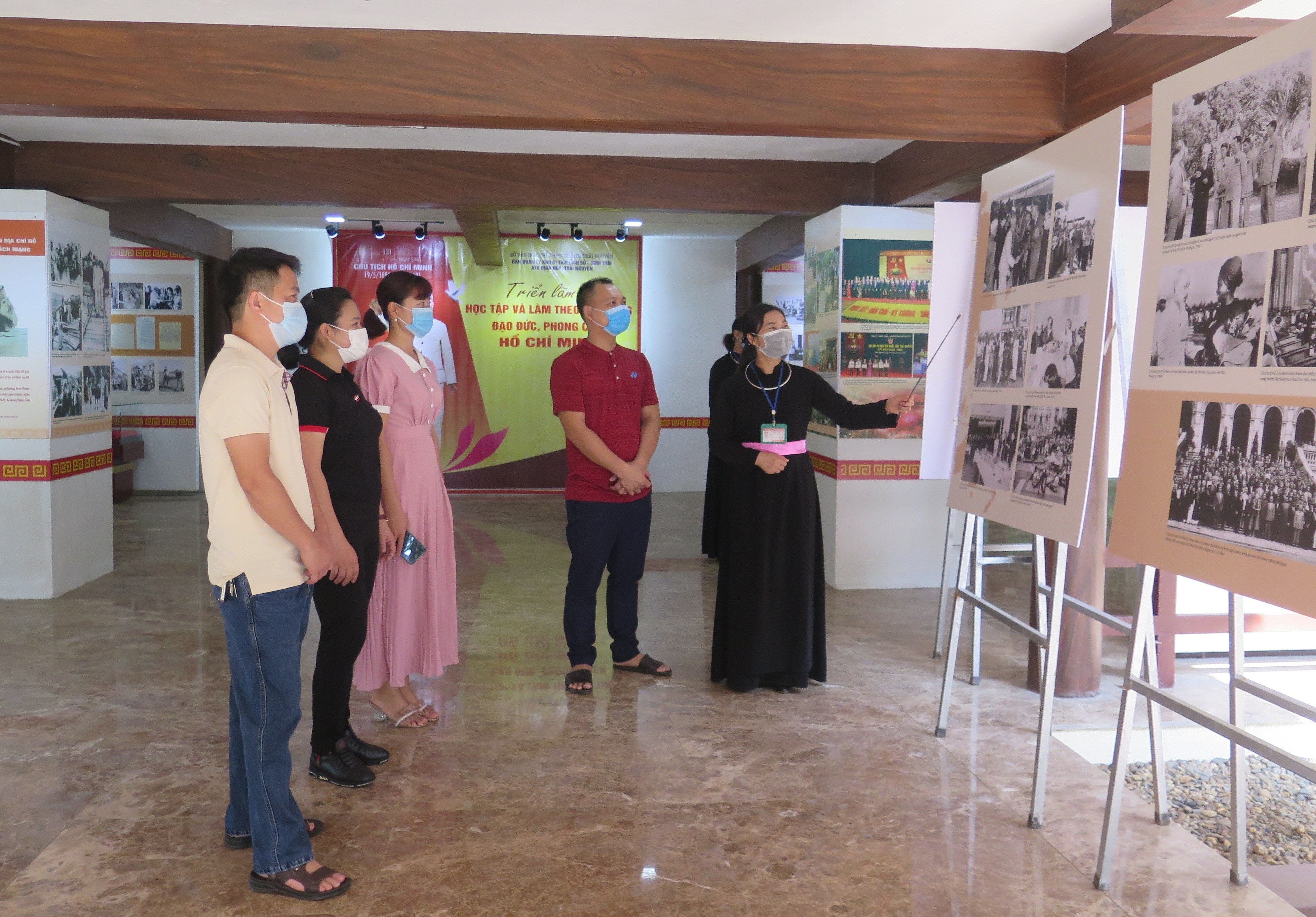 Exhibition on President Ho Chi Minh opens at former revolutionary base hinh anh 1