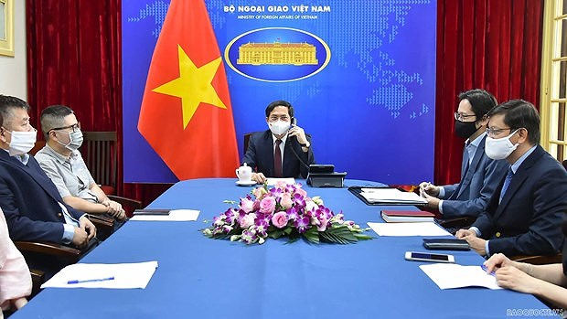 Vietnam proposes UK transfer COVID-19 vaccine production technology hinh anh 1