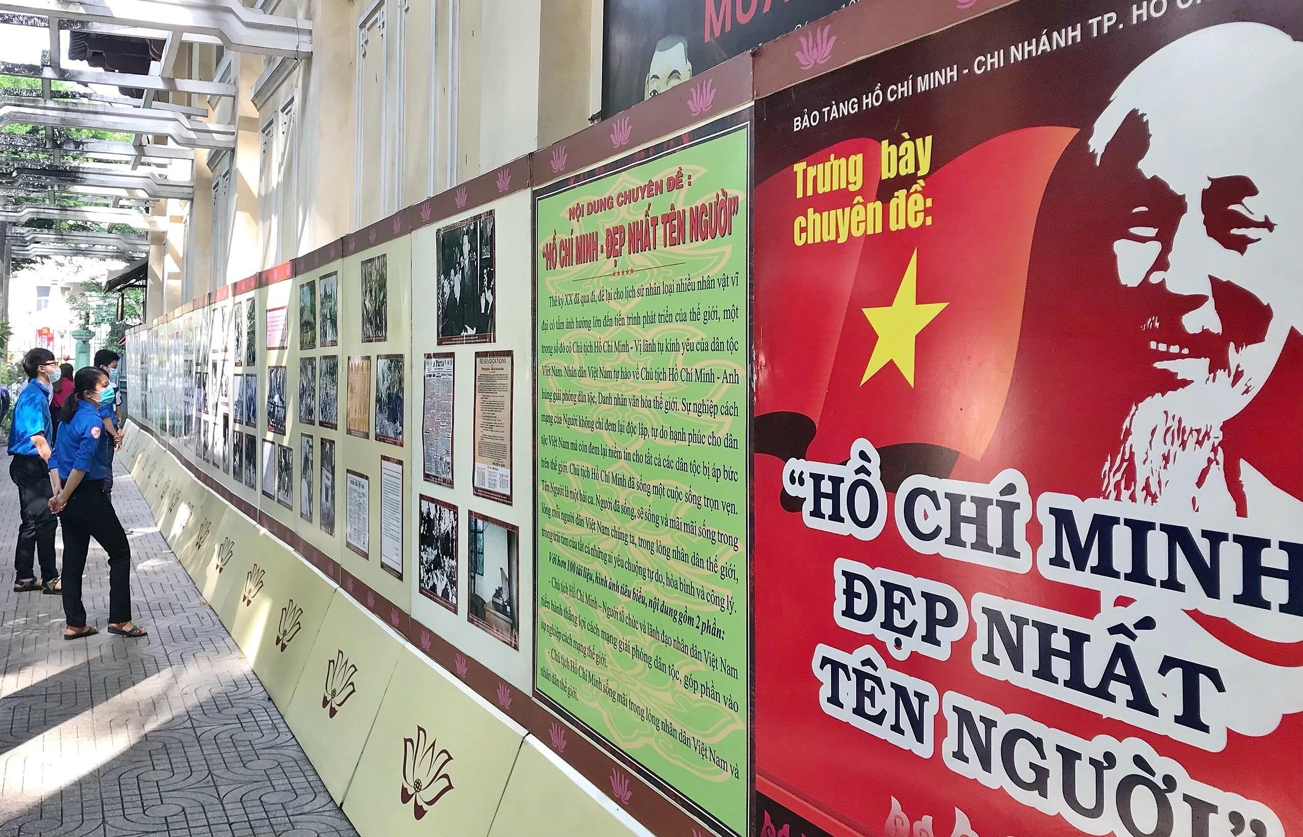 Exhibition spotlights President Ho Chi Minh's revolutionary career hinh anh 2