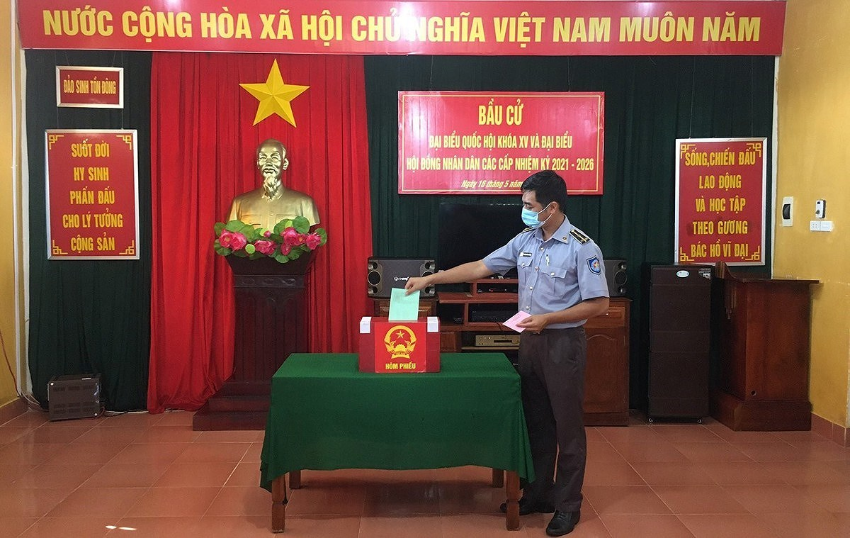 Early voting organised in 16 cities and provinces hinh anh 2