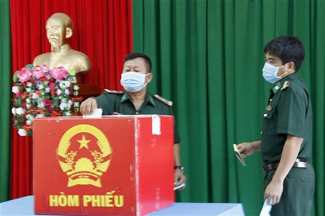 Early voting held in island, mountainous areas of Ca Mau, Quang Binh hinh anh 1