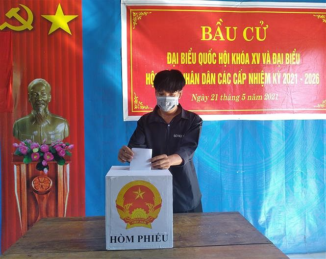 Early voting held in island, mountainous areas of Ca Mau, Quang Binh hinh anh 2
