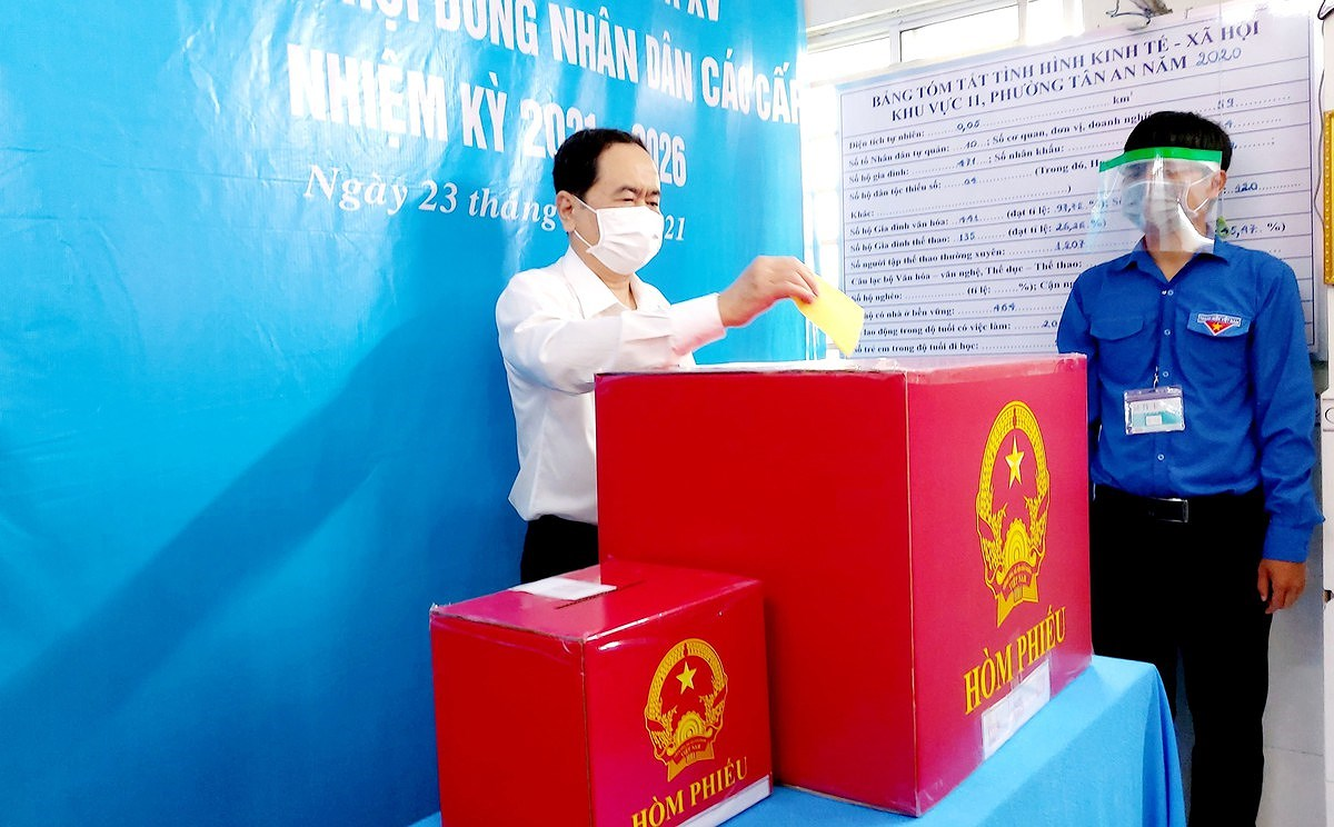 Standing NA Vice Chairman Tran Thanh Man votes in Can Tho city hinh anh 1