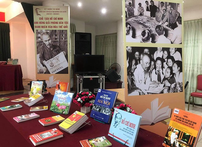Hanoi Library displays documents on President Ho Chi Minh hinh anh 1