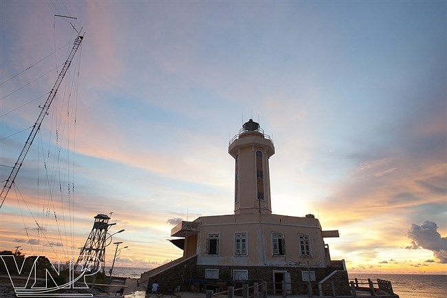 Truong Sa lighthouses affirm Vietnam's sovereignty over seas and islands hinh anh 3