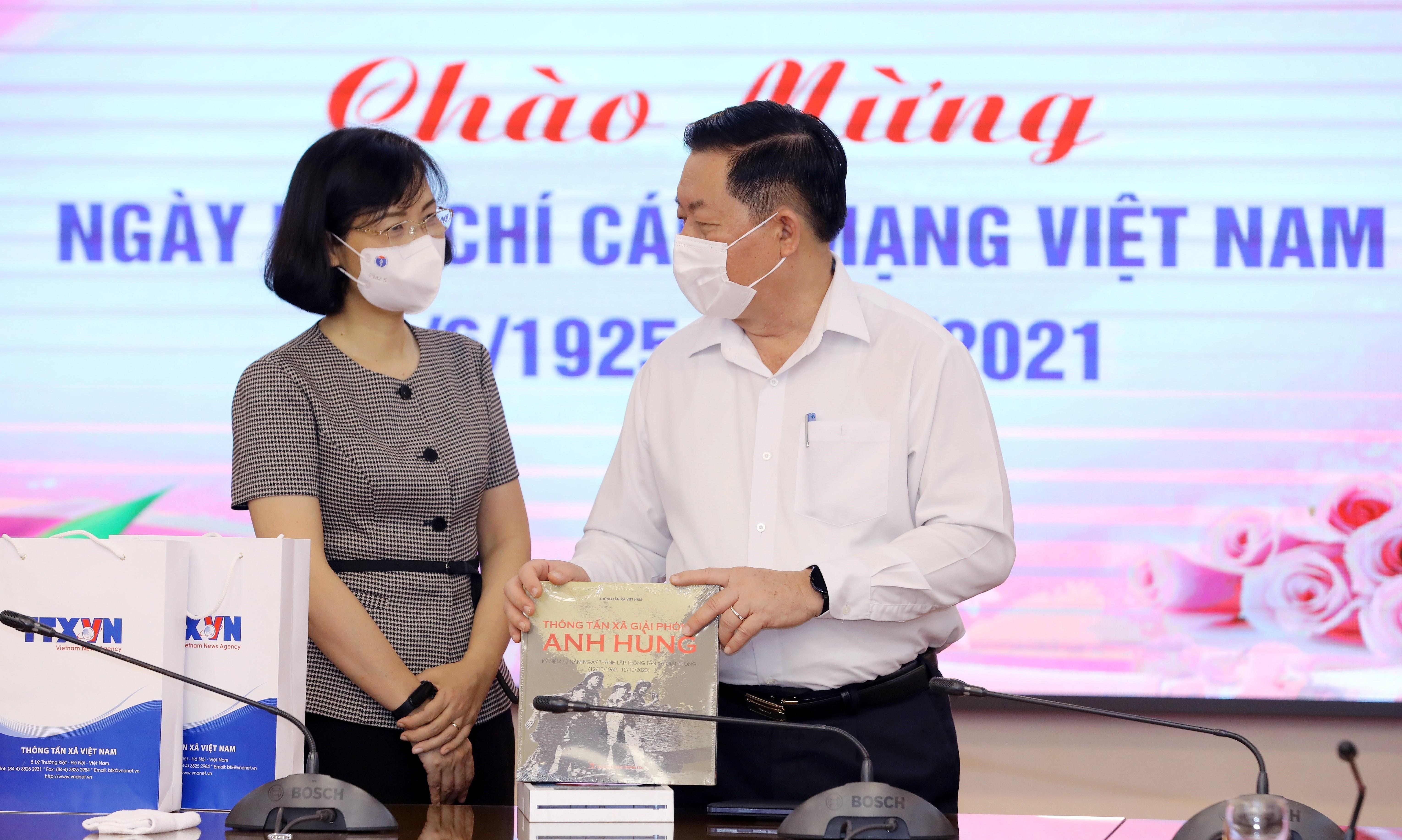 Senior Party official congratulates VNA on Revolutionary Press Day hinh anh 1