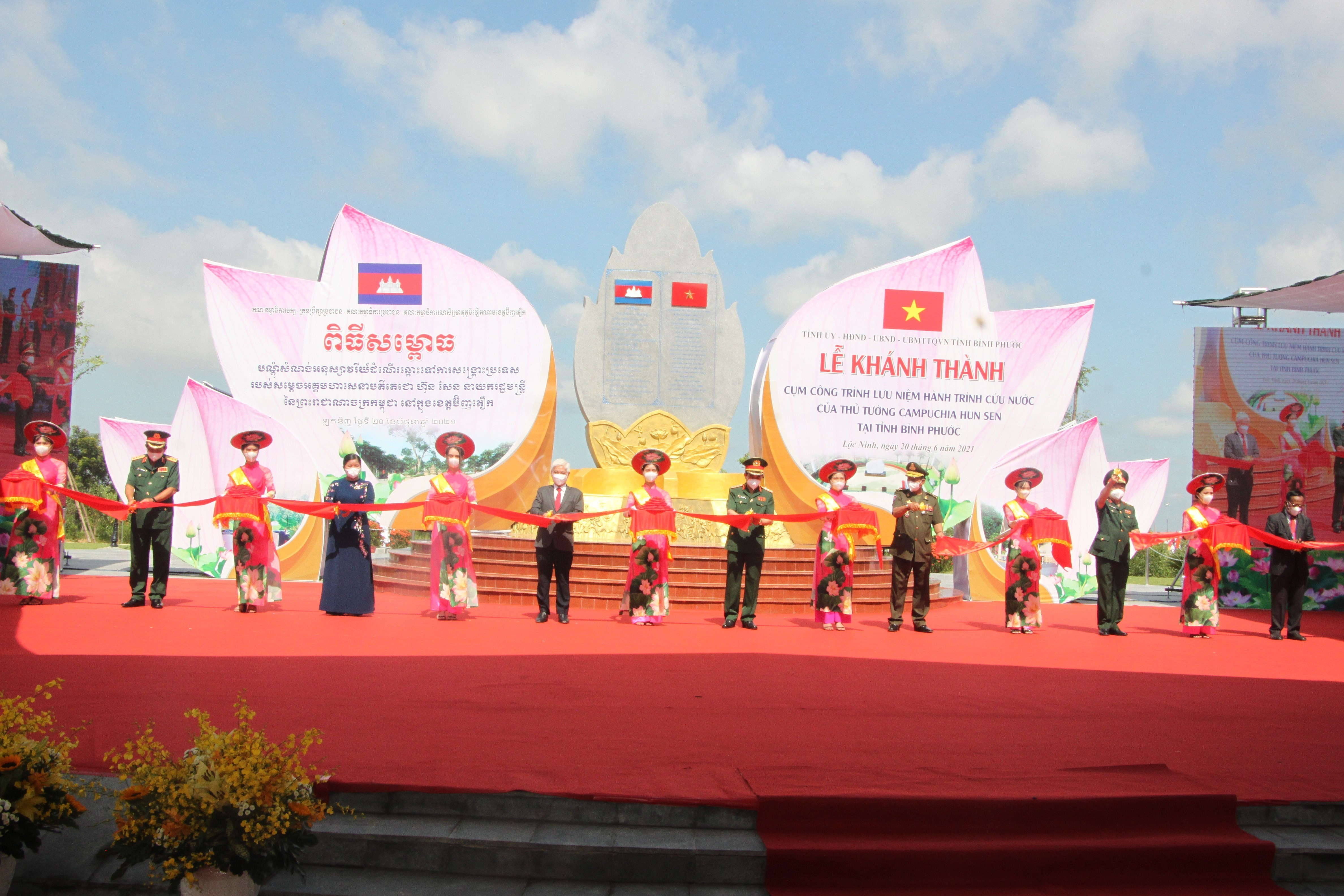 Binh Phuoc unveils complex commemorating Cambodian PM's national salvation journey hinh anh 1