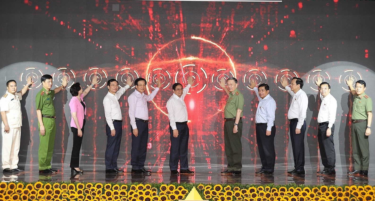National population data centre makes debut hinh anh 1