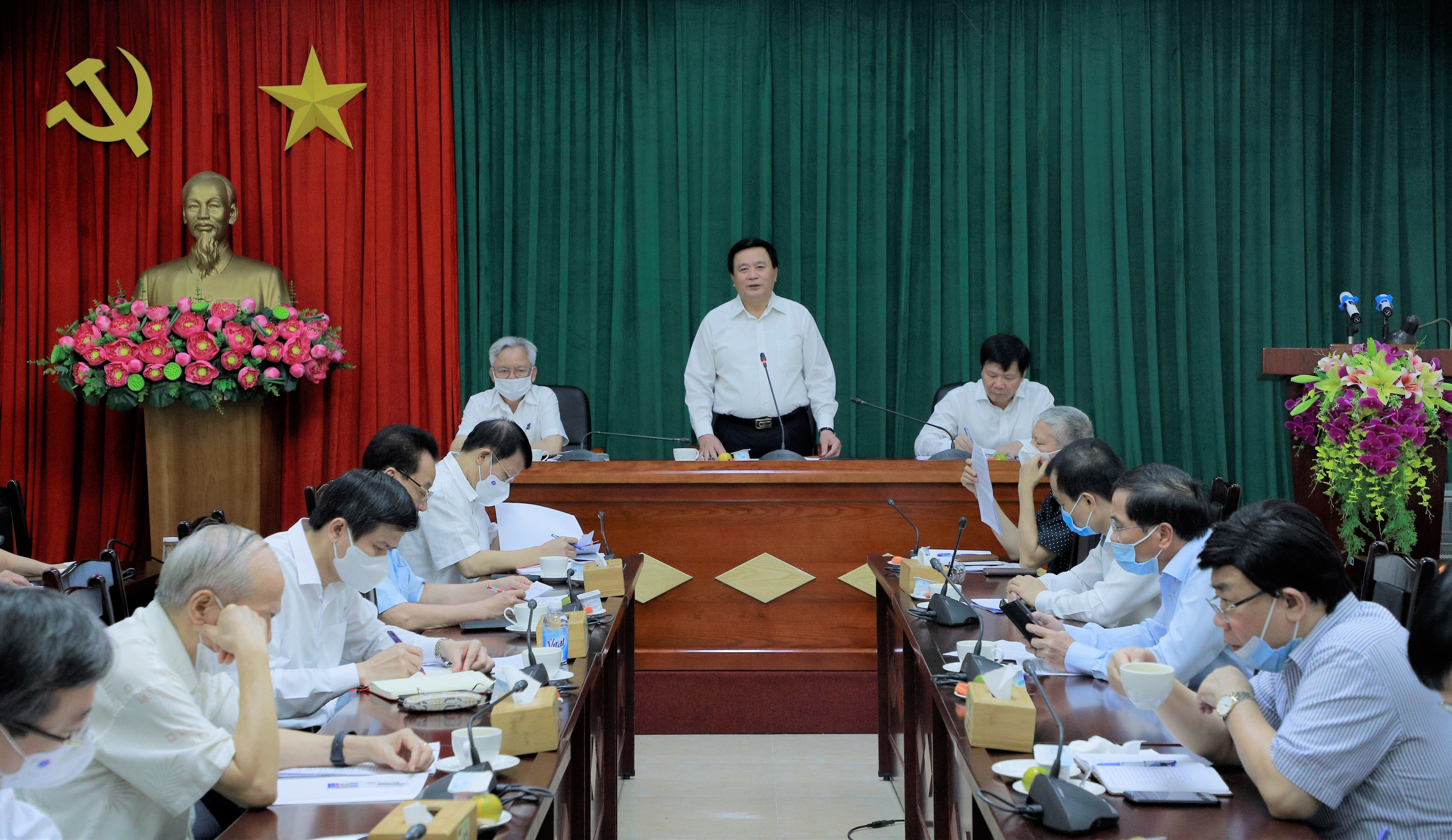 Seminar talks theoretical, practical issues in Party building hinh anh 1