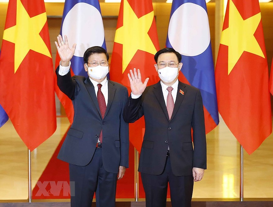Vietnamese National Assembly Chairman meets top Lao leader hinh anh 1