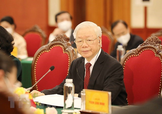 Top leaders of Vietnam, Laos vow to beef up special ties hinh anh 3
