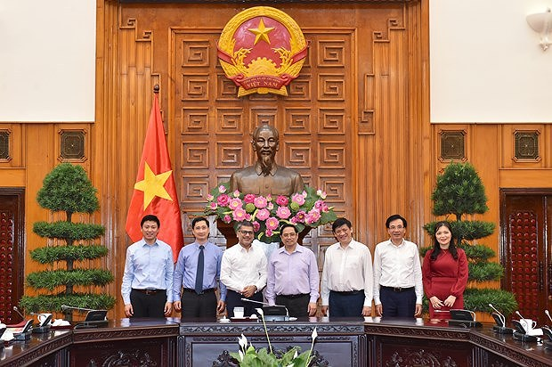 Prime Minister asks for AstraZeneca's support in vaccine strategy implementation hinh anh 1