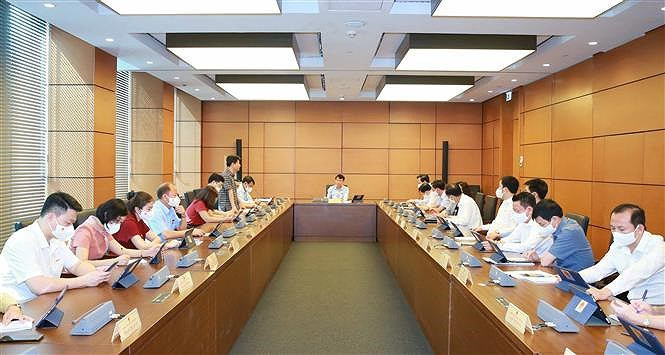 Lawmakers debate five-year public investment plan hinh anh 1
