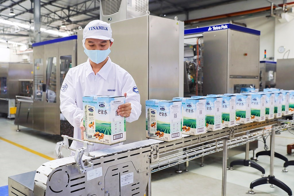 Vinamilk posts record high net revenue in Q2 2021 hinh anh 1